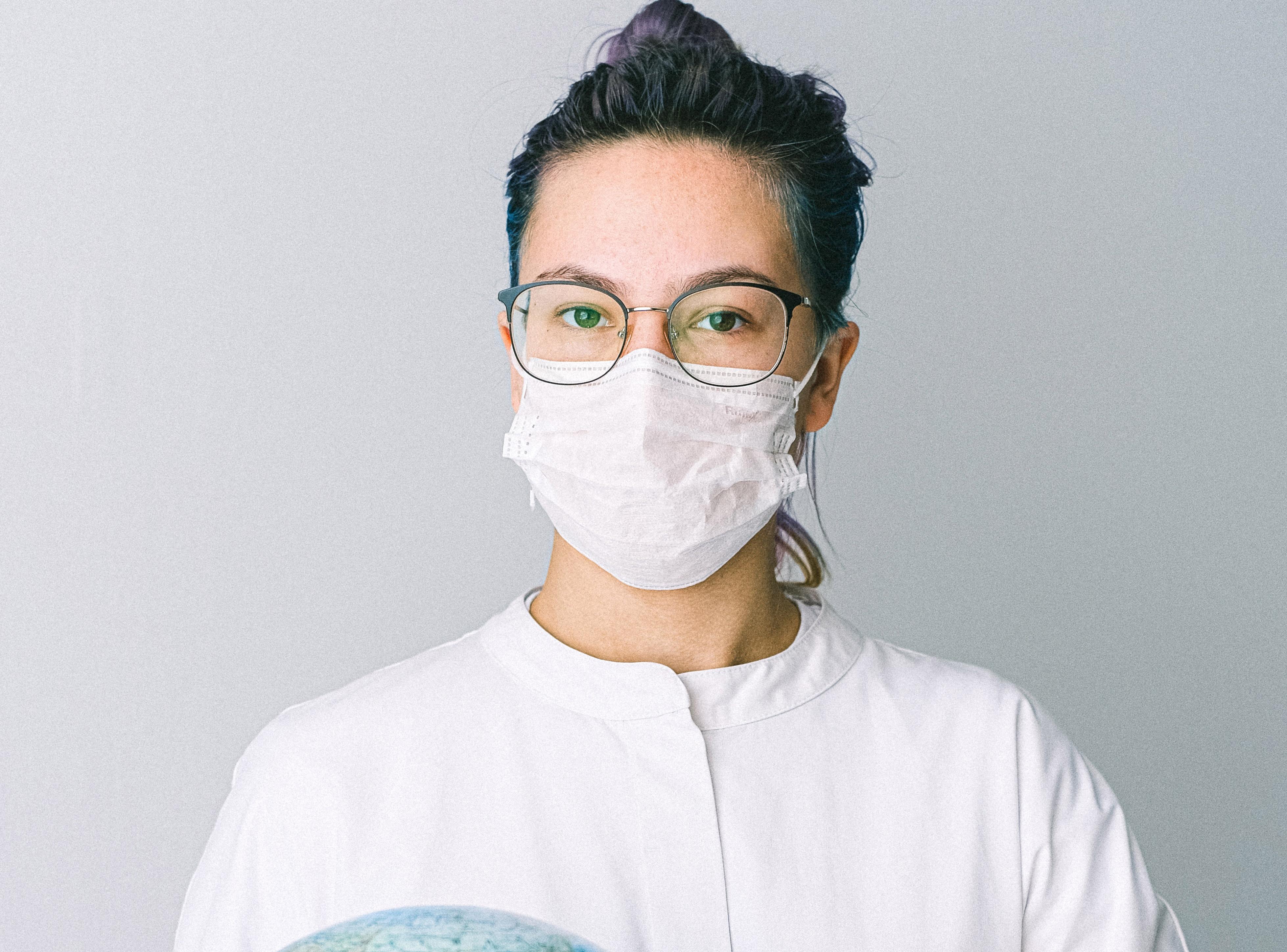 Desinfektionsmitteln in Gesundheitsberufen wie Ärzte, Krankenhäuser, Pfleger zur gründliche Desinfektion mit Desinfektionstüchern für Beschäftigte in Heilberufen